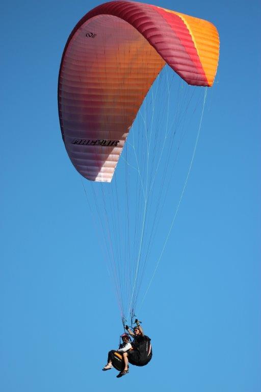 01 Paraglide